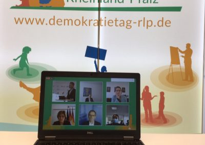 IMG_0132_Wand_Laptop_Diskussion2